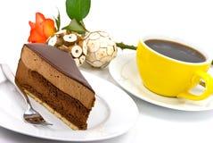 Secteur de nougat de chocolat avec le rouge rose et le café Photos libres de droits