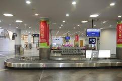 Secteur de retrait des bagages d'aéroport international de Vilnius Photo libre de droits