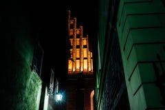 Secteur de touristes de la vieille ville dans la nuit Warshawa Image libre de droits