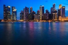 Secteur financier chez Marina Bay, Singapour, crépuscule Photo stock