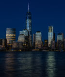 Secteur financier de New York City, heure de bleu de Manhattan Photos libres de droits