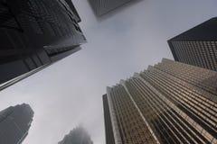 Secteur financier de Toronto dedans en centre ville le jour brumeux photographie stock