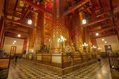 Secteur latéral Bouddha d'or géant en Wat Phanan Choeng Temple dedans photographie stock libre de droits