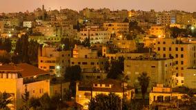 Secteur résidentiel dans la ville d'Amman dans la nuit Image stock