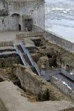 Section d'escalier, menant vers le bas dans des secteurs de Castle du Roi John, Limerick, Dublin, octobre 2014 Image stock