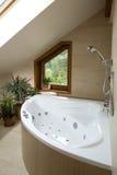 Section d'une salle de bains dans une maison de luxe image libre de droits