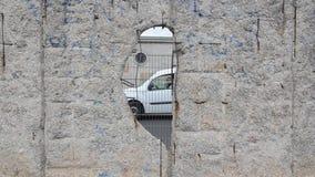 Section pr?serv?e de Berlin Wall Berlin Wall ?tait mur en b?ton s?parant Berlin dans l'est et l'ouest pendant la guerre froide T banque de vidéos