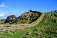 Section rocailleuse du mur de Hadrian, parc national du Northumberland, Angleterre du nord photographie stock libre de droits