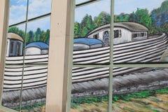 Sections du bâtiment peintes avec la scène de l'apogée mystérieuse de canal, Syracuse, New York, 2017 photographie stock