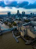 Sector empresarial de la fotografía aérea del paisaje urbano de Londres imagen de archivo