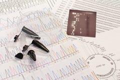Secuencia de la DNA, platos de Petri y tubos foto de archivo
