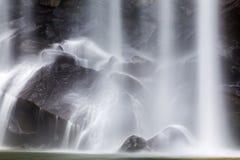 Secuencia que fluye en el movimiento sobre rocas Imagen de archivo libre de regalías