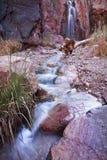Secuencia y cascada de la barranca del desierto Fotografía de archivo