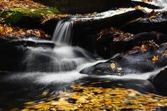 Secuencia y cascada de la montaña Fotos de archivo