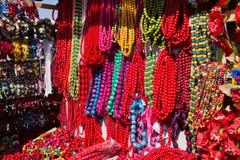 Secuencias coloridas de semiprecioso, de madera y de cristal Foto de archivo libre de regalías