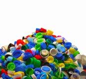 Secundaire grondstof Een hoop van rekupereerbare kappen van plastic flessen royalty-vrije stock fotografie