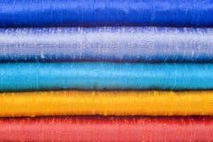 Seda brilhando em cinco cores brilhantes Imagens de Stock Royalty Free