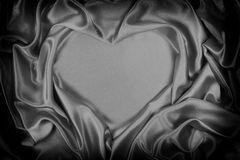 A seda cinzenta dobrou a forma do coração, útil para fundos imagem de stock royalty free