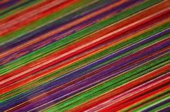A seda colorida rosqueia o fundo Fotos de Stock Royalty Free