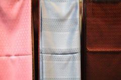 A seda tailandesa com tradicional cinzela o teste padrão Fotografia de Stock Royalty Free