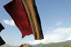 Seda tailandesa con el fondo del cielo azul Fotos de archivo