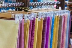 Seda tailandesa da tradição tailandesa - telas tecidas feitos a mão de matérias têxteis de seda tailandesas para Tailândia Fotos de Stock
