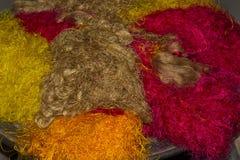 A seda trabalha na fábrica cambojana imagens de stock