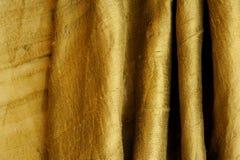 Seda verde de oro como fondo abstracto foto de archivo libre de regalías