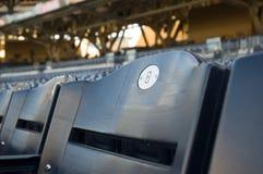 Sede blu dello stadio di numero 8 Fotografia Stock Libera da Diritti