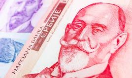 Sedel 1000 dinaravaluta, slut för serbupp Serbien pengar RS Arkivfoto