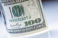 sedeldollar s u Amerikanska dollar kassapengar sedeldollar hundra en Arkivfoton