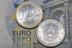 Sedeln för euro fem med San Marino myntar makro Arkivfoton