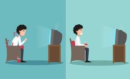 Sedendosi nei modi sbagliati e giusti per la sorveglianza della TV Immagini Stock