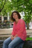 Sedendosi su un albero Immagine Stock Libera da Diritti