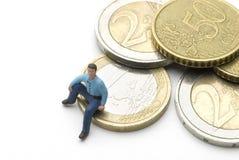 Sedendosi sugli euro Fotografia Stock