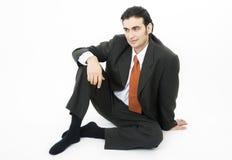 Sedendosi sul pavimento Fotografie Stock
