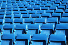 Sedi blu dello stadio immagine stock
