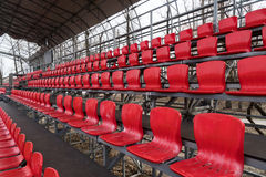 Sedi rosse luminose dello stadio Immagini Stock