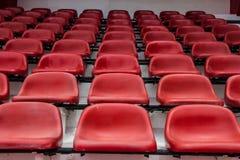 Sedi rosse in stadio Immagine Stock Libera da Diritti