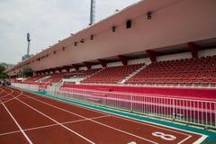 Sedi rosse in stadio Fotografia Stock