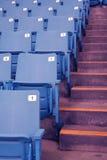Sedi vuote dello stadio Immagini Stock