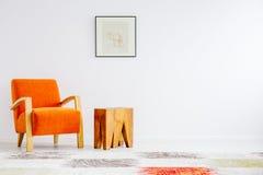 Sedia arancio d'avanguardia fotografia stock libera da diritti