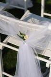 Sedia bianca con un piccolo fiore Fotografia Stock