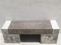 Sedia concreta del cemento di progettazione moderna Fotografia Stock Libera da Diritti