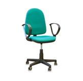 Sedia dell'ufficio dal panno verde isolato sopra bianco Immagini Stock Libere da Diritti