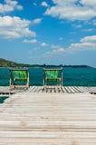 Sedia di legno alla spiaggia Fotografie Stock Libere da Diritti