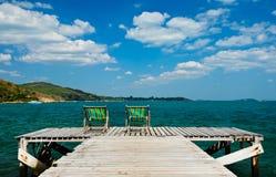 Sedia di legno alla spiaggia Immagini Stock
