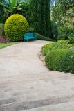 Sedia di legno blu nel giardino Immagine Stock Libera da Diritti