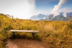 Sedia di legno con il Mountain View Immagine Stock Libera da Diritti