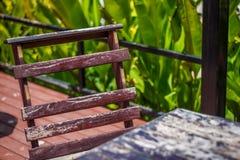 Sedia di legno e tavola di legno Fotografia Stock Libera da Diritti
